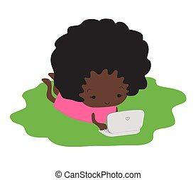 de piel oscura, laptop., mecanografía, niña, pasto o césped, acostado
