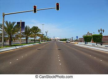 de, straat, met, hangend, stoplichten, om te, de, jachthaven, mall, in, abu dhabi, uae.