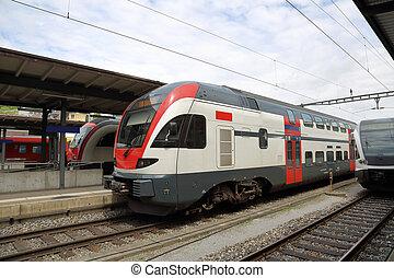 de trein van de passagier, op, de, station