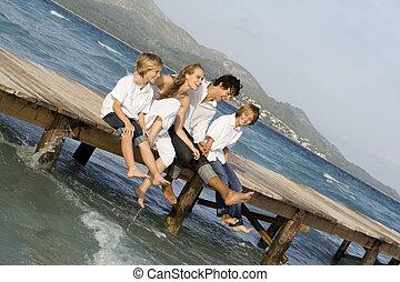 de zomervakantie, gezin, vrolijke