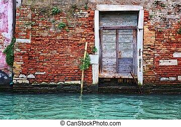 Deati oldl Architecture in Venice