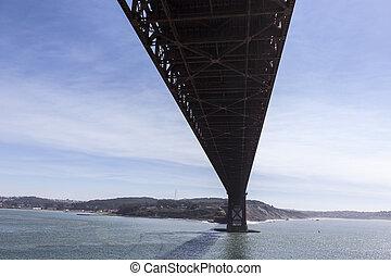 debajo, el, puente de la puerta de oro, en, bahía de san francisco