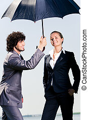 debajo, paraguas