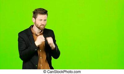 debout, écran, boxing., vert, étagère, homme