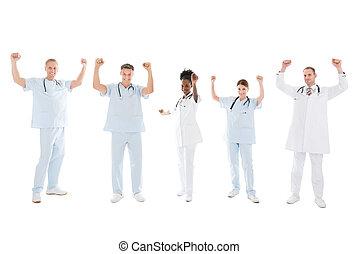 debout, élevé, multiethnic, monde médical, bras, équipe
