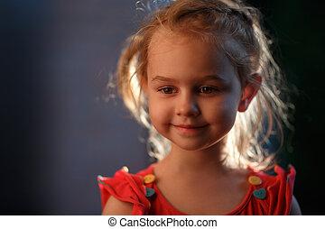 debout, été, dehors, soir, soleil, illumine, charmer, cheveux, derrière, chaud, portrait, girl, blond