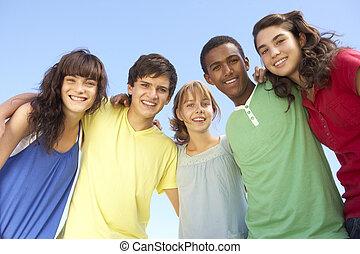 debout, amis, adolescent, groupe, dehors