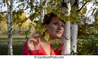 debout, automne, femme, parc, jeune