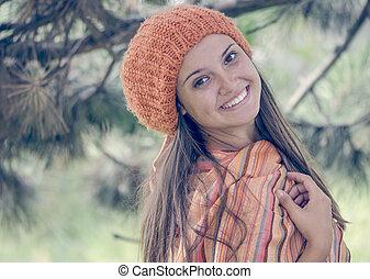 debout, automne, orangehead, extérieur, chaud, jeune regarder, appareil photo, girl, robe