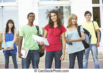 debout, bâtiment, adolescent, groupe, étudiants, dehors, collège