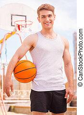 debout, basket-ball, player., jeune, joueur, dehors, sourire, mâle, beau