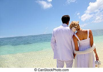 debout, bleu, couple, just-married, lagune
