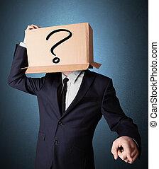 debout, boîte, tête, sien, point interrogation, homme affaires, carton, faire gestes