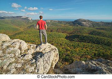 debout, bord, mountain., homme, falaise