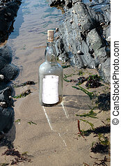 debout, bouteille claire