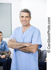debout, bras, confiant, clinique, traversé, infirmière