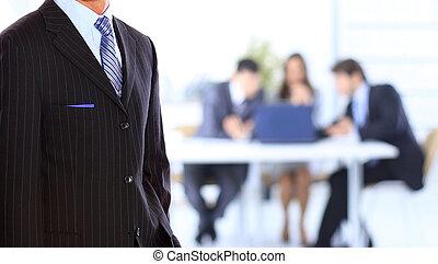 debout, bureau, homme affaires