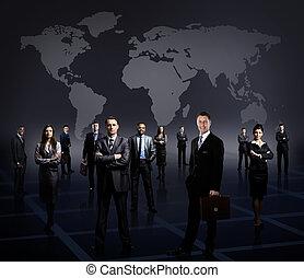 debout, business, sur, formé, jeune, sombre, hommes affaires, fond, équipe