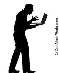 debout, caucasien, entiers, contrarié, business, calculer, ordinateur portable, isolé, une, longueur, informatique, studio, fond, silhouette, blanc, fâché, homme