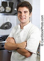 debout, chef cuistot, mâle, cuisine, portrait