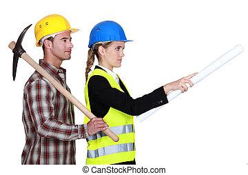 debout, civil, ouvrier, suivant, construction, ingénieur