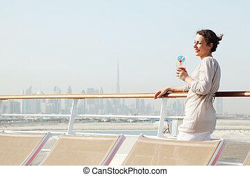 debout, corps, femme, beauté, cocktail, croisière, jeune, paquebot, pont, moitié