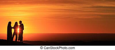 debout, coucher soleil, hommes, silhouette, désert
