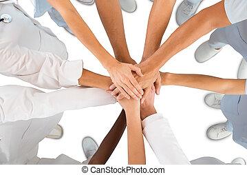 debout, coup, directement, équipe soignant, au-dessus, mains