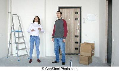 debout, couple, jeune, planification, en mouvement, séduisant, 3840x2160, nouveau, home., seuil, repairing.