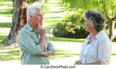 debout, couple parler, quoique, autre, chaque, heureux