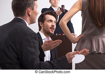 debout, decision., brunette, groupe, gens, enchère, jeune, commissaire-priseur, conversation, confection