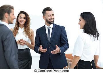 debout, disputer, bureau, professionnels