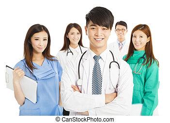debout, docteur, monde médical, fond, équipe, professionnel, blanc, sur