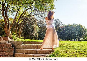 debout, elle, lumière, parc, jeune, dos, girl, robe