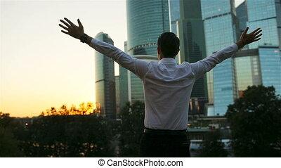 debout, espace, dos, contre, regarder verre, quoique, gratte-ciel, homme affaires, copie, vue
