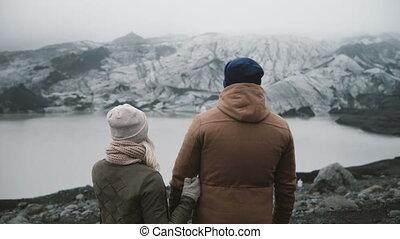 debout, explorer, femme, islande, couple, vue, jeune, glace, dos, ensemble., lagoon., homme, voyager