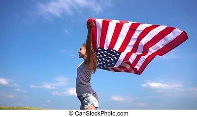 debout, extérieur, drapeau américain, adolescent, girl
