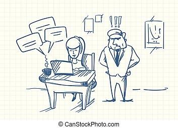 debout, femme, bavarder, business, griffonnage, fâché, patron, informatique, lieu travail, ligne, utilisation, bureau, ordinateur portable, homme