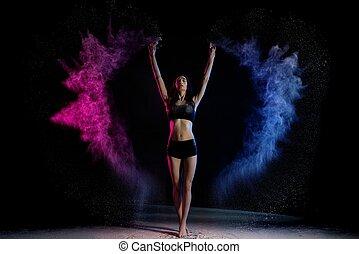 debout, femme, coloré, haut, séduisant, fumée, mains