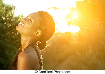 debout, femme, dehors, sports, américain, africaine, sourire
