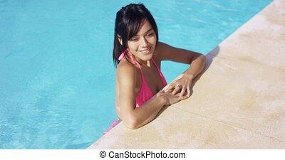 debout, femme, jeune, sexy, piscine, natation