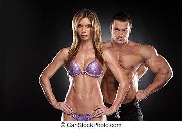 debout, femme, projection, crise, sur, isolé, ensemble, culturiste, noir, muscular., fond, sexy, couple, homme
