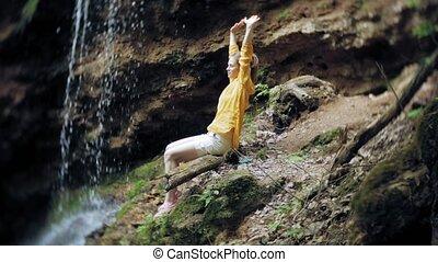 debout, femme, tendu, raised., elle, waterfall., jeune, bras...