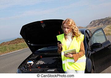 debout, femme voiture, bas, cassé