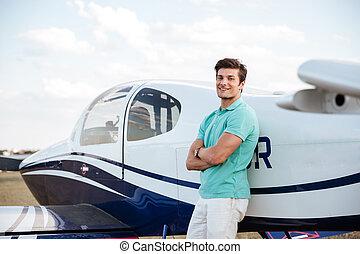 debout, gai, avion, petit homme, pilote