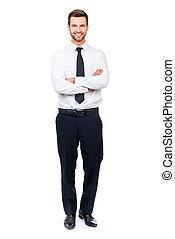 debout, garder, entiers, quoique, traversé, jeune, contre, bras, regarder, confiant, longueur, appareil photo, businessman., fond, homme affaires, blanc, sourire