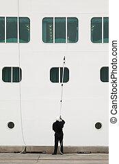 debout, grand, marin, dock, nettoyage fenêtre, blanc, bateau