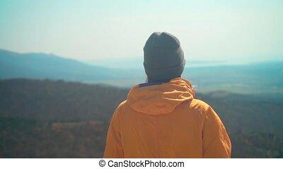 debout, gris, elle, casquette, jeune, jaune, dos, veste, girl, montagne, frame..