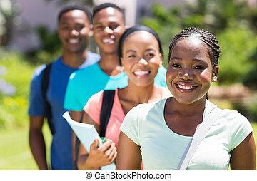debout, groupe, étudiants, université, africaine, rang