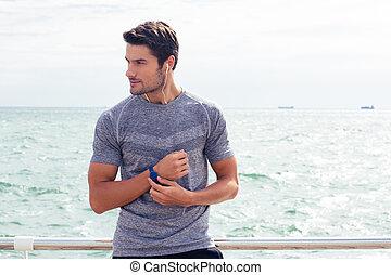 debout, homme, heureux, mer, sports